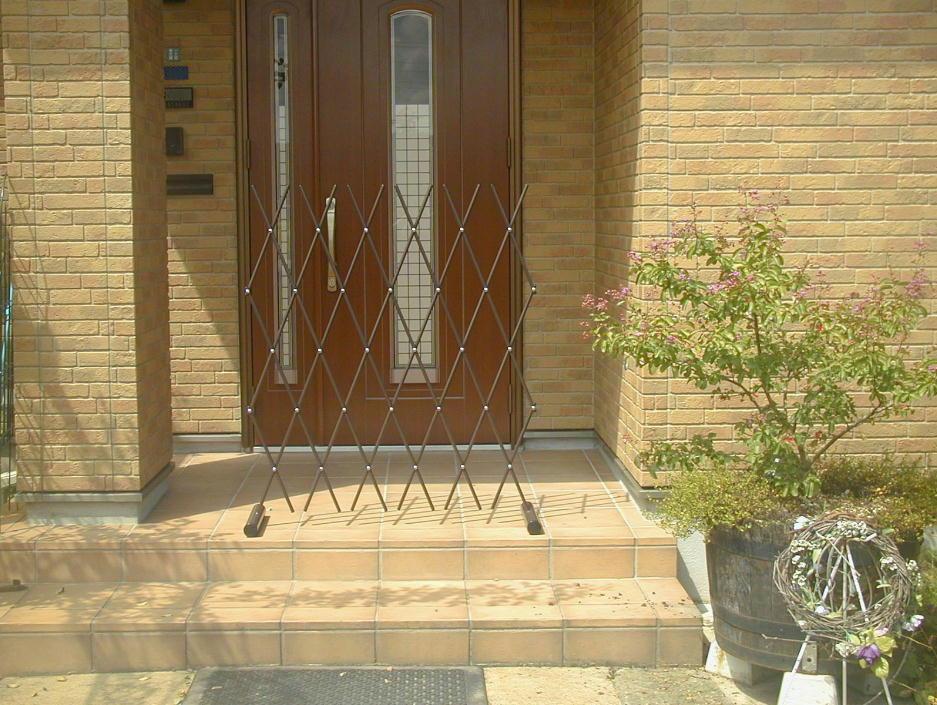 http://gr-garden.com/easyfence-door2.jpg