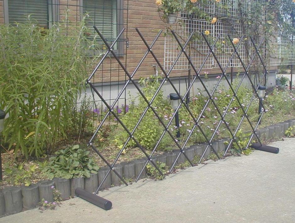 http://gr-garden.com/easyfence-garden3.jpg