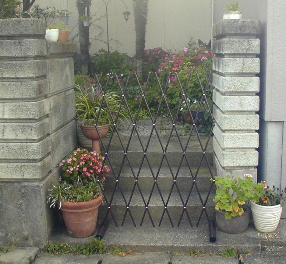 http://gr-garden.com/easyfence-gate1.jpg