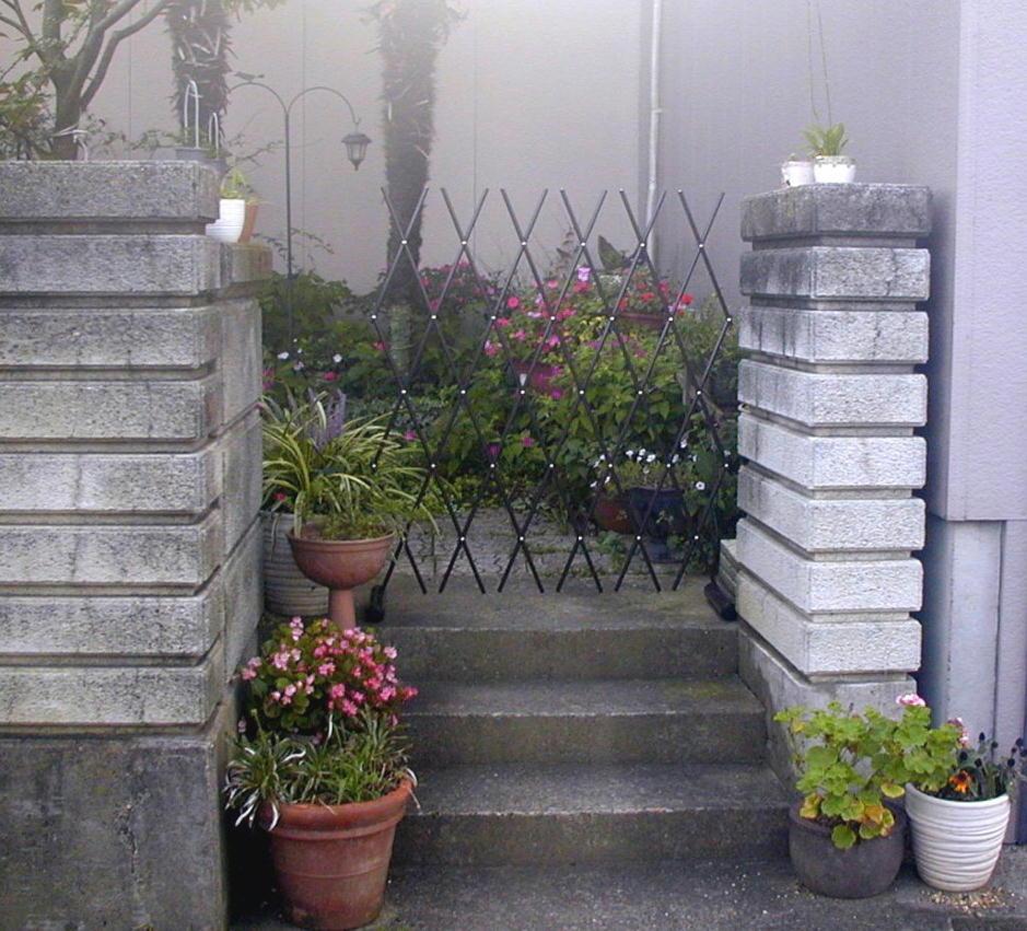 http://gr-garden.com/easyfence-gate2.jpg