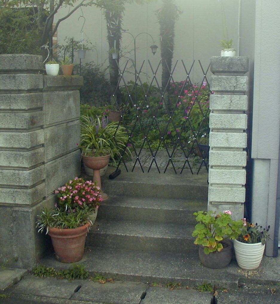 http://gr-garden.com/easyfence-gate4.jpg
