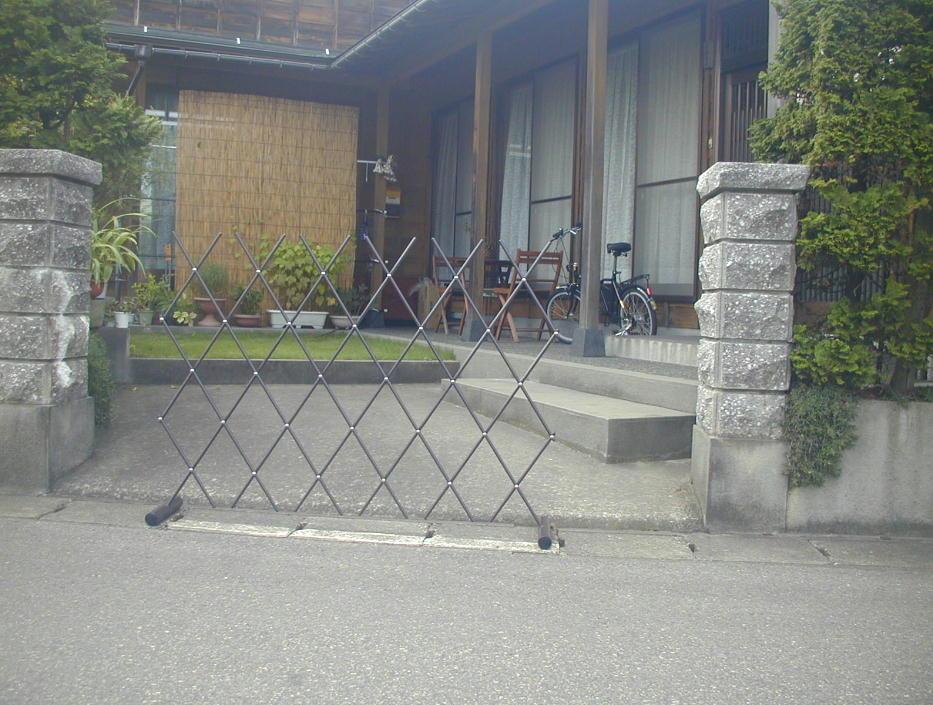 http://gr-garden.com/easyfence-gate5.jpg