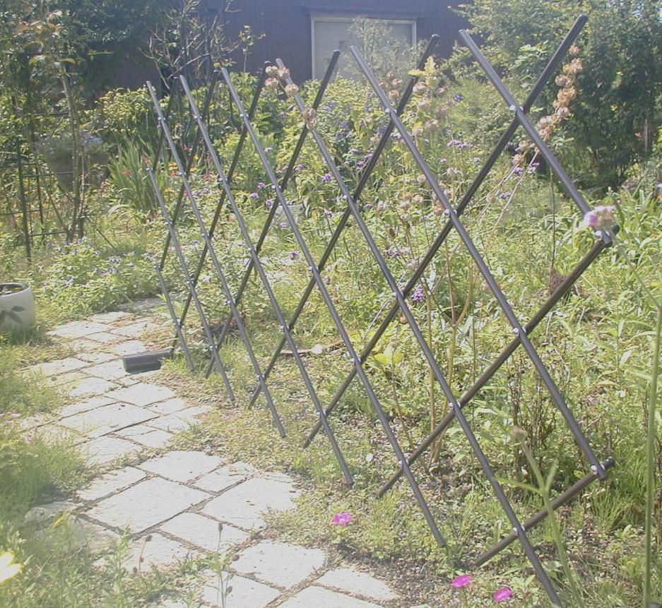 http://gr-garden.com/easyfence-slope2.jpg