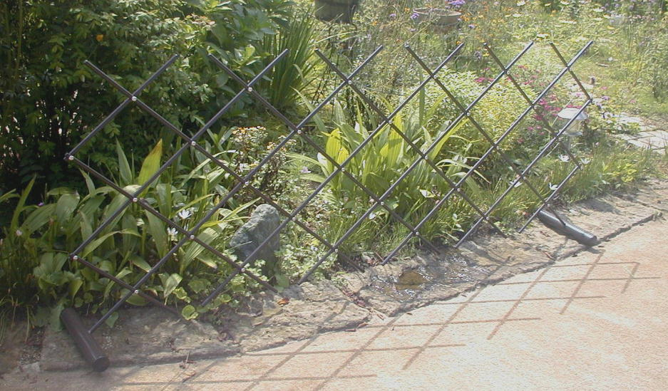 http://gr-garden.com/easyfence-slope3.jpg