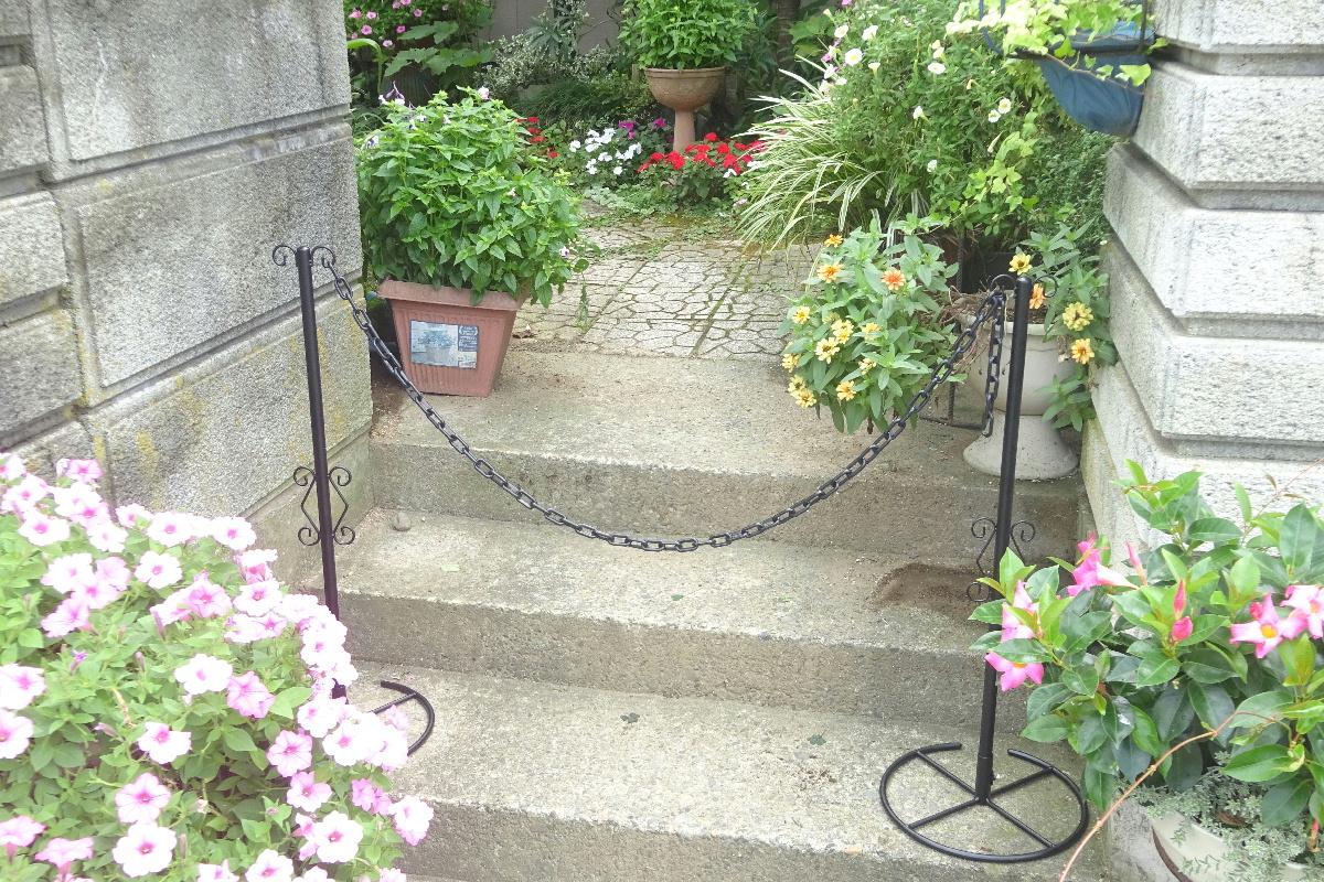 http://gr-garden.com/item/fence/chainstand-image9.jpg