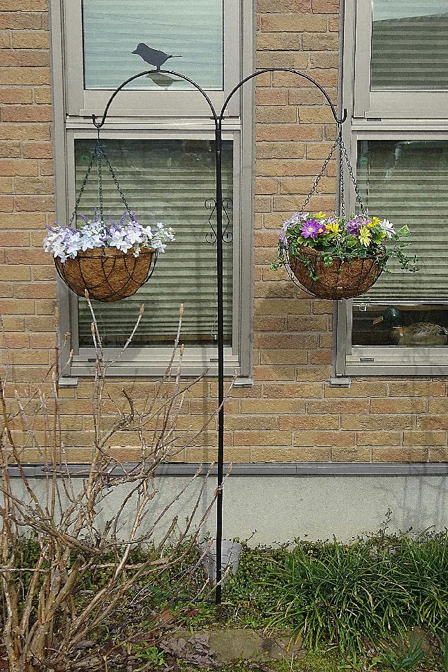 http://gr-garden.com/item/hanging/newhangingpole-image2.jpg